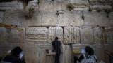 """Израел качва на """"стената на позора"""" имената на неваксинираните"""