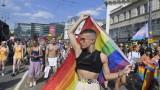 Хиляди унгарци се включиха в гей парада в Будапеща срещу анти-ЛГБТ закона