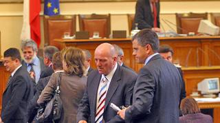 Опозицията събира подписи за 6-ти вот на недоверие