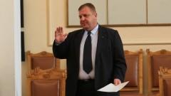 Каракачанов не очаква сделка за изтребители до края на годината