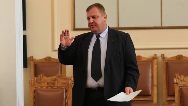 """Каракачанов готов да обсъди """"творческата инициатива"""" на Сидеров за оставката си"""