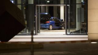Кола се вряза в сграда на социалдемократите в Берлин