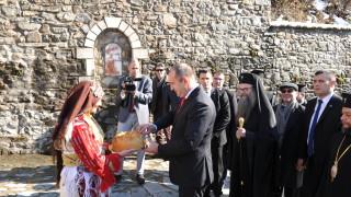 Радев посрещнат топло в Бигорския манастир