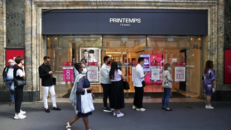 Задължително с маски на открито в Париж и Сен Тропе