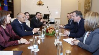 На ЕС са нужни основни изменения, обяви Камерън в София