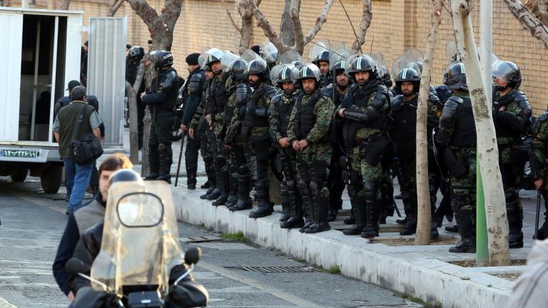 Най-малко 30 души са арестувани в Иран за участие в протести