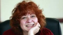 Мария Статулова посреща гости в дома на Йордан Радичков