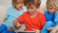 Таблетите и телефоните са опасни за децата