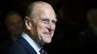 Принц Филип не е починал, само се пенсионира (СНИМКИ)