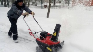 Над 180 машини и 1022 души чистят столицата от сняг