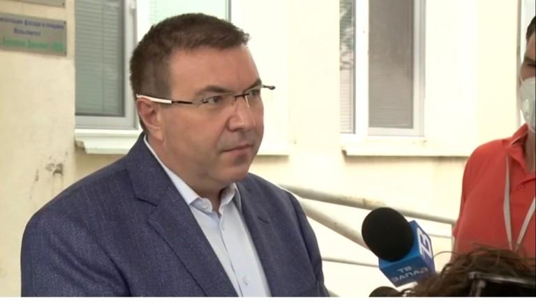 Няма да затваряме градове и да връщаме КПП-та, увери здравният министър