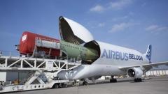 Самолетът, който превозва други самолети
