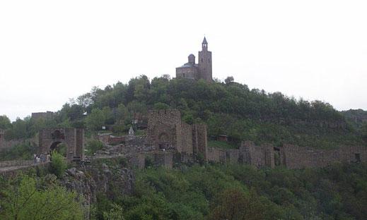 Откриха средновековен храм на хълма Трапезица