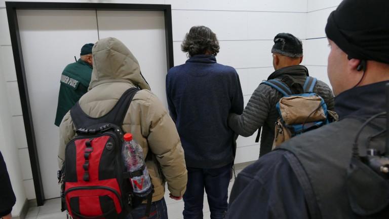 Снимка: 7 обвинения срещу Баневи; Стартира пълна проверка на завод Арсенал за незаконни оръжия