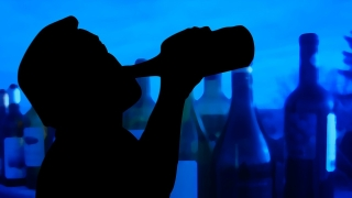 Стотици в Иран се отровиха с алкохол