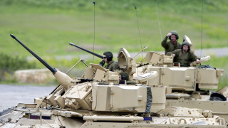 Военните разходи в света са $1,68 трилиона. Къде растат и къде спадат