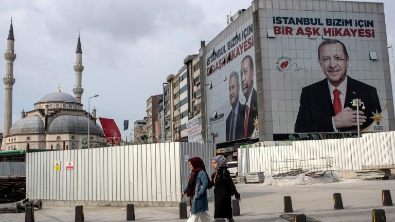 Заради рецесията и слабата лира Ердоган губи икономическите центрове в Турция