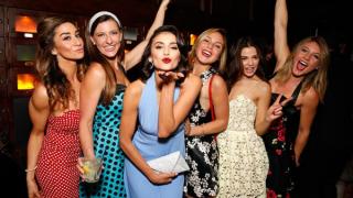 """Нина Добрев празнува рожден ден в стил """"Ла Ла Ленд"""" (СНИМКИ)"""