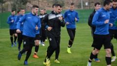 """Юноша на Черно море тренира с """"моряците"""""""