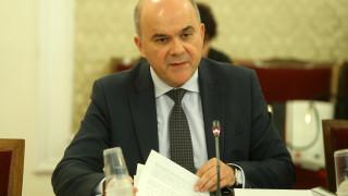 Бисер Петков очаква глад за среднисти на трудовия пазар
