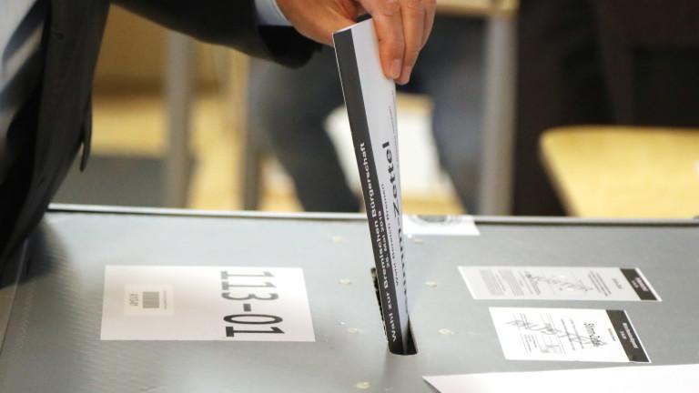Партията на германския канцлер Ангела Меркел печели и местния вот