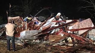Торнадо уби трима в Алабама