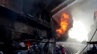 Взрив в индийска фабрика за експлозиви уби 18 души и рани 15 други