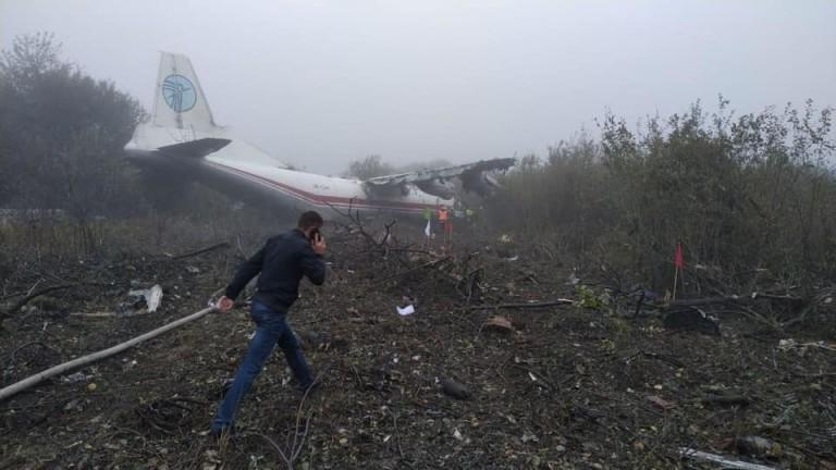 Поне петима загинали при аварийно кацане на Ан-12 в Украйна