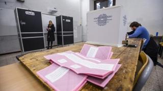Ключов референдум решава съдбата на италианския премиер Ренци