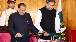 Новият пакистански премиер оглави министерството на енергетиката