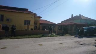 Откриха оръжия и тротил при акцията срещу ало-измамници във Ветово