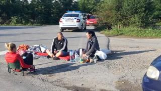 Втора нощ блокада на пътя Сливен – Ямбол от недоволни свиневъди