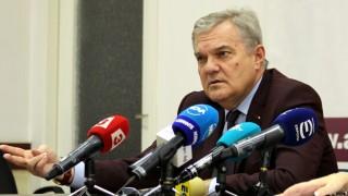 Не е добре Борисов и Радев да си изясняват отношенията през зайчарника