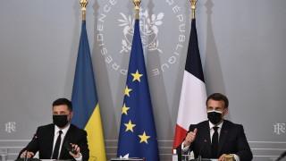 Русия да изтегли войските от границата с Украйна призоваха Меркел, Макрон и Зеленски