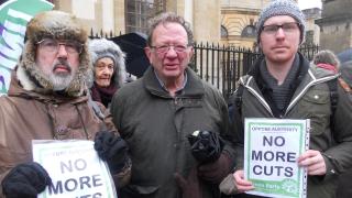 Бърни Сандърс подкрепи брат си в местен вот за мястото на Дейвид Камерън в парламента