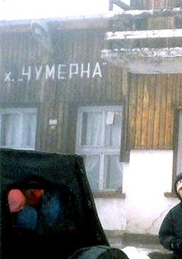 Започна евакуацията на 70-те туристи от Чумерна