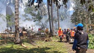 Военен самолет с 96 души се разби във Филипините