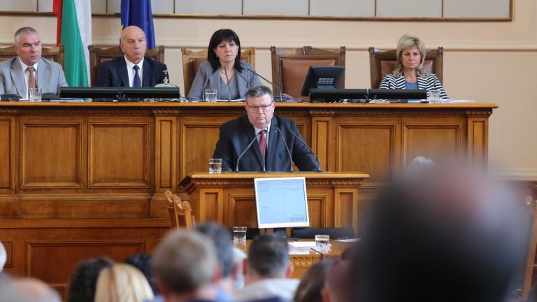 Червените депутати обаче отказаха да слушат обясненията на вътрешния министър