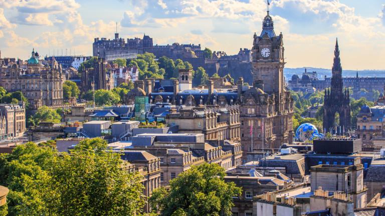 Шотландия сви дефицита, но опасността от Brexit остава