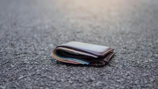 Осъдиха жена, върнала изгубен портфейл, но без парите му