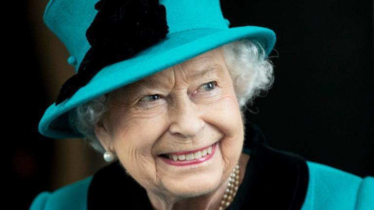 Как кралица Елизабет яде банани