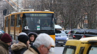 Шофьори на тролей и кола се сбиха заради неразрешена маневра