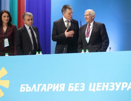 """Ген. Уесли Кларк пристигна за учредяването на """"България без цензура"""""""