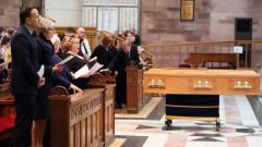 Погребението на Маккий доведе до необичайно политическо единство в Северна Ирландия