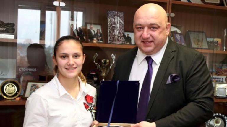 Ивет Горанова се срещна с децата от начално училище
