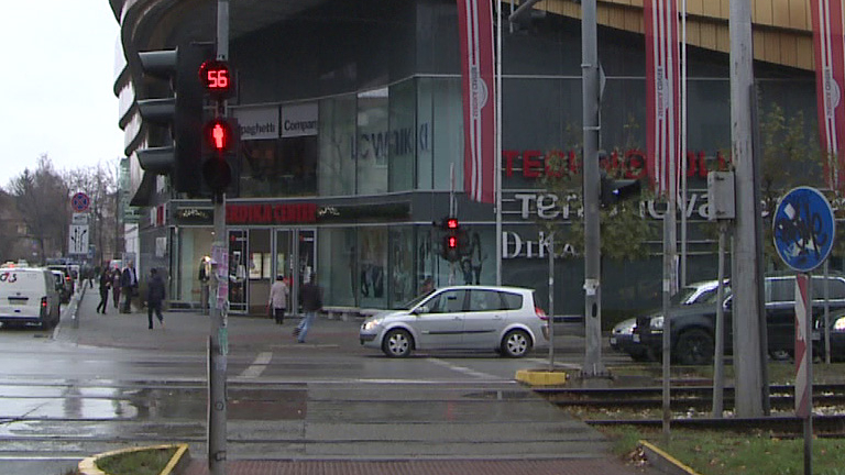 Наемите в моловете и на търговските улици ще бъдат подложени е на натиск през следващите месеци