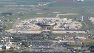 """57 служители на летище """"Шарл дьо Гол"""" са уволнени заради радикализъм"""