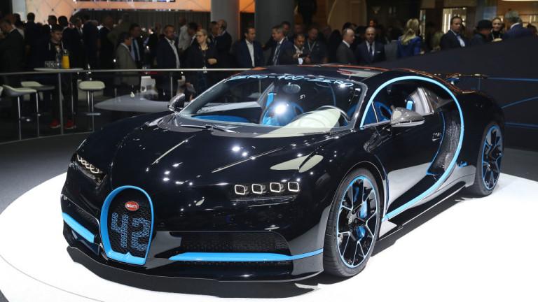 Няколко производители на луксозни автомобили представиха свои модели, развиващи над