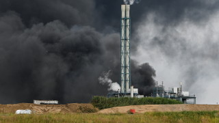 Огромна експлозия в химически обект в германския град Леверкузен
