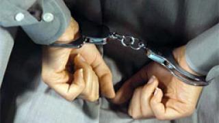Задържаха трима за кражби на техника и пари кеш